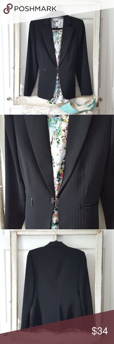 """Tahari Classy & Modern Blazer This blazer is in like new condition. It's stunning in person. It's perfect for work!  Material: Polyester  Shoulder to shoulder: 16.5"""" Underarm to underarm: 20"""" **10% off all bundles! Tahari Jackets & Coats Blazers"""