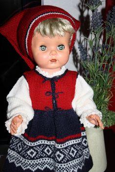 Bilderesultat for bunad til dukker Knitted Dolls, Norway, Scandinavian, Safari, Disney Characters, Fictional Characters, Snow White, Barn, Retro