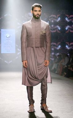 Groom& Guide on What to Wear for a Mehendi! (We Got Your Back, Boy) is part of Kurta men Don& boys we have you covered! Here are some outfits that you can rock on the Mehendi some classi - Mens Indian Wear, Mens Ethnic Wear, Indian Men Fashion, Kurta Men, Boys Kurta, Mens Kurta Designs, Indian Wedding Outfits, Indian Outfits, Indian Weddings