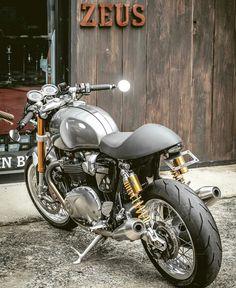 Triumph custom Cafe Racer Más
