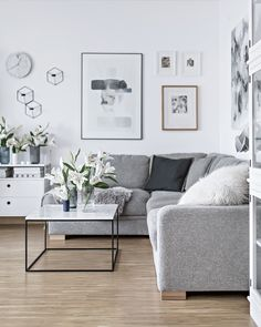 Simple Scandinavian space decorated with white lilies | my-full-house.com