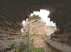 The dungeons were found during restoration of the Zindan Kapi part of the wall, in the Ala...