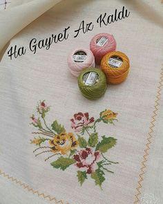 Cross Stitch Borders, Cross Stitch Rose, Cross Stitch Embroidery, Stitch Patterns, Crochet Patterns, Crochet Bedspread, Flower Quilts, Diy Sofa, Needlepoint