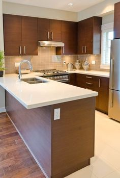 The U-shaped kitchen design is a popular option for interior designers, kitchen contractors and homeowners alike. The reason for its popularity comes from its efficient design and functionality. Modern Kitchen, Kitchen Cabinet Styles, Kitchen Remodel Small, Kitchen Room Design, Kitchen Layout, Minimalist Kitchen, U Shaped Kitchen, Kitchen Stocked, Kitchen Design