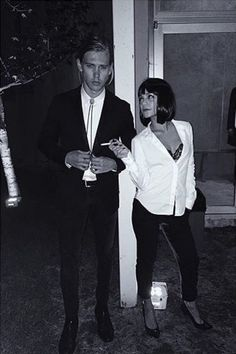 Hallowen Costume Couples Any Pulp Fiction fans? Take a queue from Vanessa Hudgens and Austin Butler who dressed up as the movie's main characters Mia Wallace and Vincent Vega last Halloween! Most Popular Halloween Costumes, Best Celebrity Halloween Costumes, Halloween Outfits, Pair Halloween Costumes, Pair Costumes, Woman Costumes, Looks Halloween, Halloween Inspo, Halloween 2015