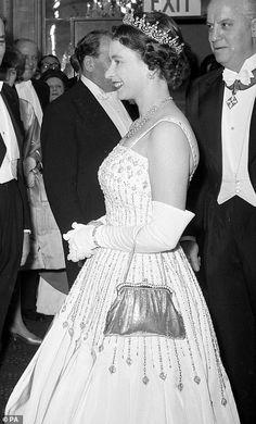 Hm The Queen, Royal Queen, Her Majesty The Queen, Save The Queen, Princess Beatrice Wedding, Queen Elizabeth Ii Wedding, Princess Eugenie, Princesa Beatrice, Isabel Ii