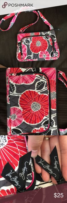 Authentic Vera Bradley Crossbody Purse Beautiful Vera Bradley Purse! EUC, barely used. No rips, stains or damage of any kind! Zippers work great. OBO Vera Bradley Bags Crossbody Bags