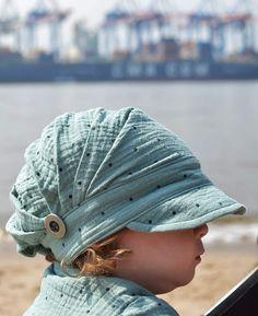 Aus double Gauze genäht: Lieblings-Hemd und Falten-Mütze für Kinder