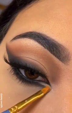 Makeup Looks Tutorial, Smokey Eye Makeup Tutorial, Eye Makeup Steps, Edgy Makeup, Eye Makeup Art, No Eyeliner Makeup, Black Eye Makeup, Hair Makeup, Makeup Eyes