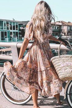 Khaki begonia bloom bohemian midi dress 20 boho chic outfit for work Mode Hippie, Bohemian Mode, Bohemian Style, Bohemian Fashion Styles, Hippie Styles, Boho Gypsy, Boho Outfits, Cute Outfits, Fashion Outfits