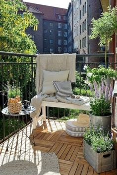 Stunning apartment patio decorating ideas (60)