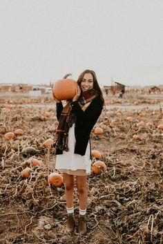 Makayla Madden Photography // Boise Senior Photographer // Senior Portraits // Idaho Farmstead // Corn Maze // Fall Senior Outfit Ideas Inspiration // Pumpkin Patch Photo Session // Senior Photography // Senior Pictures // Senior Girl // Fall Autumn // Fun Fall Portraits //