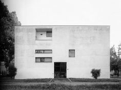 the cosmic inspiro-cloud - ignazio gardella - dispensario antitubercolare, via don gasparolo, alessandria, 1933 - 和villa stein的对比 A As Architecture, Minimalist Architecture, Futuristic Architecture, Zaha Hadid Architects, Brutalist, Installation Art, Art Installations, Bauhaus, Exterior