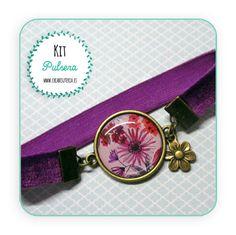 Kit Pulsera camafeo de terciopelo elástico y conector con motivo floral en tonos malvas . http://www.creabisuteria.es/kits/bisuteria-diy-camafeos/