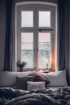 Candlelight for cozy Sunday mornings reading in be Cozy Bedroom Ideas altbau Candlelight cozy mornings reading Sunday Pretty Bedroom, Cozy Bedroom, Modern Bedroom, Bedroom Ideas, Ikea Bedroom, Bedroom Furniture, Narrow Bedroom, Bedroom Inspiration Cozy, Bedroom Small