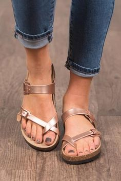 Arizona Collection - Phoenix in Rose Gold Rose Gold Sandals, Pretty Sandals, Birkenstock Outfit, Birkenstock Mayari, Rose Gold Birkenstocks, Cute Shoes, Me Too Shoes, Sandals Outfit Summer, Clogs