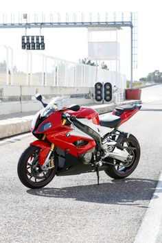 New 2015 BMW S1000RR unveiled