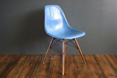 DSW side chair by Charles & Ray Eames for sale at Deconet