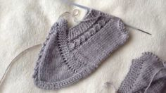 More Beautiful Twisted Booties Model – Knitting News Knitting Videos, Easy Knitting, Knitting Socks, Baby Knitting Patterns, Crochet Patterns, Crochet Baby, Knit Crochet, Beautiful And Twisted, Knitted Bunnies