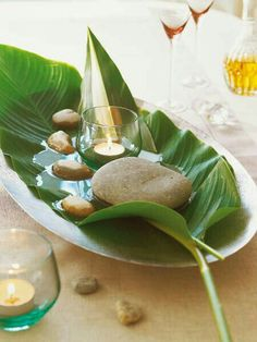 DIY Naturdeko aus Palmblatt, Wasser und Steinen