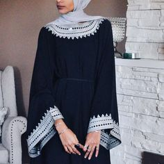 Simple black abaya with stunning detailing Muslim Dress, Hijab Dress, Hijab Outfit, Islamic Fashion, Muslim Fashion, Modest Fashion, Modern Abaya, Modern Hijab, Hijab Fashionista