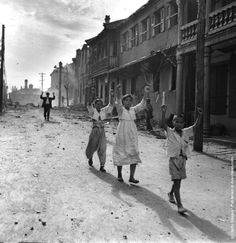 The Korean War in 1950, Residents of the Korean port of Inchon surrender to American troops.