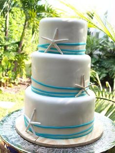 Casamentos na praia: O bolo de casamento também pode transmitir o clima de praia.