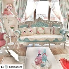 Bu güzel paylaşım için teşekkür ederiz 💕 Pastel Living Room, Shabby Chic Living Room, Shabby Chic Cottage, Shabby Chic Decor, Pastel Furniture, Home Decor Furniture, Shabby Chic Furniture, Luxury Furniture, Room Design Bedroom