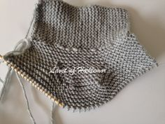 Hæklemors opskrift på retstrikkede babyfutter | Hæklemor Baby Knitting Patterns, Crochet Baby, Knit Crochet, Baby Barn, Baby Leggings, Chrochet, Winter Hats, Projects To Try, Children