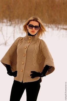 Compañeros De Clases - website has a wide variety of patterns for knitting.some are Drops, some from books Knit Shrug, Knitted Cape, Poncho Shawl, Crochet Poncho, Knitted Shawls, Crochet Lace, Knitting Stitches, Knitting Designs, Hand Knitting