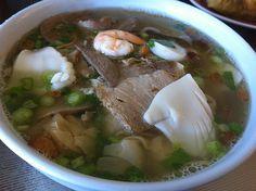 Hoanh thanh mi, wonton noodle soup, seafood noodle, Vietnamese Chinese noodle soup, Vietnamese food