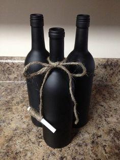 Cute Chalkboard Wine Bottle With Twine Tied Chalk - Bottle Crafts Chalkboard Wine Bottles, Empty Wine Bottles, Wine Bottle Art, Diy Bottle, Recycled Bottles, Wine Bottle Crafts, Bottles And Jars, Diy Chalkboard, Bottle Tattoo