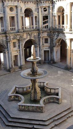 Fonte dos Templários, do Convento de Cristo em Tomar. Knights Templar Fountain at Christ Convent in Tomar, Portugal