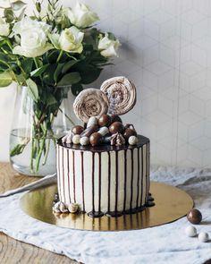 Chocolate drip cake / Suklainen valumakakku // Pinossa.fi Chocolate Drip Cake, Drip Cakes, Food Inspiration, Lifestyle Blog, Cooking Recipes, Desserts, Tailgate Desserts, Deserts, Chef Recipes