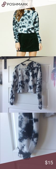 Forever 21 tye dye crop sweater Only ever worn once. Forever 21 Sweaters Crew & Scoop Necks