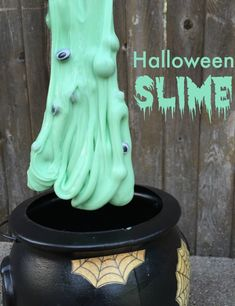 Maybe we can do this for the halloween party? Halloween Slime - only 3 ingredients and FUN for Halloween! Theme Halloween, Halloween Books, Halloween Crafts For Kids, Halloween Activities, Holiday Activities, Halloween Projects, Holidays Halloween, Happy Halloween, Halloween Decorations