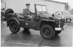 The Austin Champ, the forerunner of the Austin Gipsy. Classic Trucks, Classic Cars, Austin Cars, British Armed Forces, Army Vehicles, Jeep 4x4, Military Police, Motor Company, Old Trucks