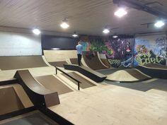skate parks near buildings - Google Search Skates, Backyard Skatepark, Skateboard Ramps, Skate Ramp, Tech Deck, Luxury Pools, Children's Place, Building Design, Living Spaces