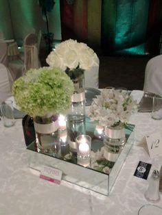 Un centro de mesa bajo permite a tus invitados platicar viéndose a los ojos & observar tu boda sin perderse ni un segundo!  ExpoNupcias 21 y 22 de Junio 2014,Palacio de los Deportes.Te esperamos!