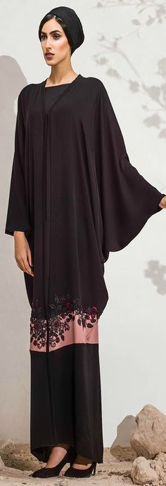 PINNED BY - Hand embroidery flowery design. Abaya Fashion, Muslim Fashion, Modest Fashion, Fashion Outfits, Womens Fashion, African Fashion Dresses, African Dress, Caftan Dress, I Dress