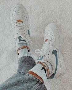 Dr Shoes, Cute Nike Shoes, Swag Shoes, Cute Nikes, Cute Sneakers, Nike Air Shoes, Hype Shoes, Shoes Sneakers, Nike Fashion