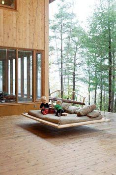 Schaukelbett im Garten - Bett aus Paletten selber machen