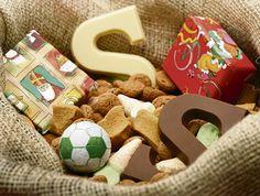 Sinterklaasfeest vieren en snoepgoed halveren. BRON : blog.jmouders.nl