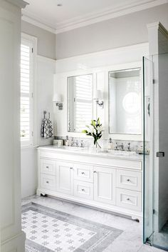 All white bathroom design that will leave you inspired! 23 Perfect Decor Ideas To Apply Asap – All white bathroom design that will leave you inspired! Dream Bathrooms, Beautiful Bathrooms, Master Bathrooms, White Master Bathroom, Luxury Bathrooms, Charcoal Bathroom, Small Bathrooms, Narrow Bathroom, Bathroom Ideas White