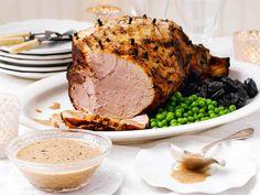 Luumuinen kastike kalkkunalle tai kinkulle Dried Prunes, Christmas Ham, Oven Baked, Cornbread, Slow Cooker, Mustard, The Cure, Good Food, Pork
