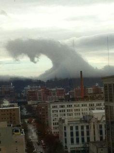 weird wave clouds in alabama