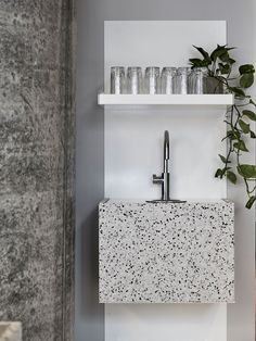 Thinking about overhauling a bathroom or kitchen? Terrazzo flooring, countertops, and backsplashes are delightful options for creating swank, colorful spaces in your home. Kitchen Sink Interior, Brass Kitchen, Kitchen Sink Faucets, Kitchen Remodeling, Kitchen Backslash, Kitchen Design, Bedroom Remodeling, Kitchen Reno, Rustic Bathroom Vanities