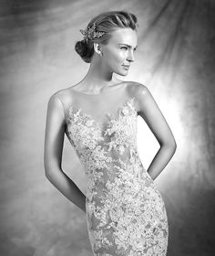 VERDA style: Sexy wedding dress in sheer illusion tulle with Chantilly lace, French lace and gemstone embroidery appliqués. Beige details. Extra-long train.