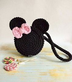 Posted By Tricotazhnie Podelki Handbag Minnie Mau Handbags Childrens - Diy Crafts Crochet Backpack Pattern, Crochet Pouch, Bag Pattern Free, Cute Crochet, Crochet For Kids, Crochet Crafts, Crochet Projects, Free Crochet Bag, Beaded Crafts
