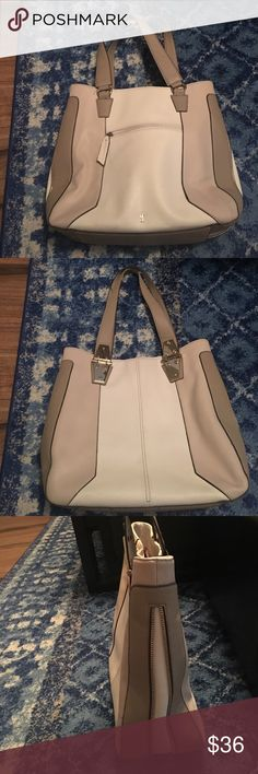 Large Jennifer Lopez Purse Large sized Jennifer Lopez purse. Colors are white, beige, and cream. Some of the lining has come off of the handle strap, and there are two very little snags on the side. Other wise it's in good condition. Jennifer Lopez Bags Shoulder Bags